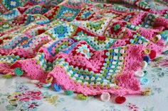 http://sandra-cherryheart.blogspot.com.es/2014/11/dolly-mixture-blanket.html?utm_source=feedburner