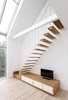 Escalier unique aux lignes tendues et graphiques. Les escaliers Jo-a apportent une dimension supplémentaire aux pièces dans lesquelles ils sont installés.