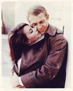 Photos That Will Make You Fall In Love Again Natalie Wood and Steve McQueen in 'Love With The Proper Stranger' Natalie, as always, looks so pretty!Natalie Wood and Steve McQueen in 'Love With The Proper Stranger' Natalie, as always, looks so pretty! Natalie Wood, Vintage Beauty, Classic Hollywood, Old Hollywood, Hollywood Couples, Hollywood Stars, Photo Vintage, Vintage Kiss, Faye Dunaway