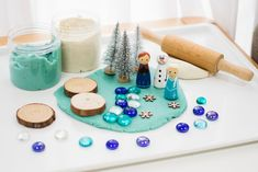 Do you know any little Frozen fans? Our DIY Frozen Play dough kit is the perfect gift for all the Anna, Elsa & Olaf enthusiasts out there! Play Doh Kits, Diy Play Doh, Play Dough, Craft Kits For Kids, Diy Gifts For Kids, Diy For Kids, Frozen Playdough, Homemade Playdough, Deodorant