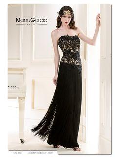 Uno de los vestidos más espectaculares de la nueva colección de @ManuGarcia_GHN #negro #flecos