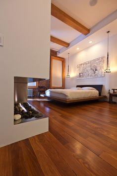 Una #chimenea le da una estética grata al lugar donde duermes y es una excelente opción para calentar el espacio. #decoracion #diseño #habitaciones #modernidad #decorar #nuestroladodeco