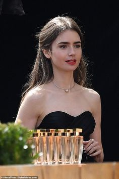 Lily Collins So Gorgeous. Style Lily Collins, Lily Collins Hair, Lilly Collins Dress, Lilly Collins Makeup, Lilly Colins, Cheveux De Lily Collins, Gabriela Montez, Rosy Lips, Jace Wayland