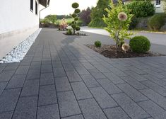 Elegance with format - KANN Vianova paving stones offer a lot of both . - Elegance with format – KANN Vianova paving stones offer a lot of both. Grey Gardens House, Gray Gardens, Outdoor Stone, Outdoor Tiles, Backyard Patio Designs, Small Backyard Landscaping, Patio Ideas, Diy Jardin, Driveway Design