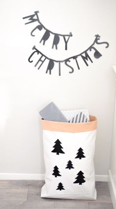 Photogeniki Paperbag XXL kerst. Merry Christmas black and white trees.