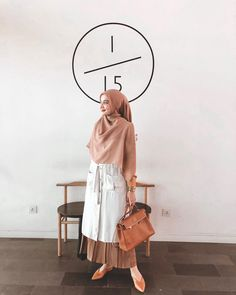 "69rb Suka, 6 Komentar - Zaskia Sungkar (@zaskiasungkar15) di Instagram: ""< ✈️ Surabaya > @ssccake"" Muslim Women Fashion, Islamic Fashion, Modest Fashion, Casual Hijab Outfit, Hijab Chic, Moslem Fashion, Hijab Style Dress, Modern Hijab, Hijab Fashionista"