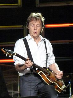 Would Sir Paul McCartney former member of the Beatles and one of the most popular solo performers of all time keep you entertained on a long road trip? Paul Mccartney Birthday, Paul Mccartney Live, John Lennon, Liverpool, Ringo Starr, Music Pictures, Pictures Images, George Harrison, Guitar Guy