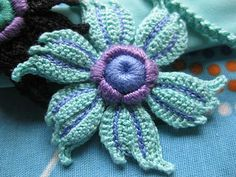 What a gorgeous #Irish #Crochet #Flower! Patterns and videos for Irish crochet.