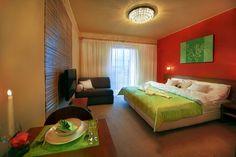 Hotel Tatry - Chcete stráviť dlhší čas v Tatranskej Lomnici? Využite možnosť dlhodobého prenájmu plne zariadených 2 izbových apartmánov aštúdií. Stačí sa len nasťahovať a bývať :)