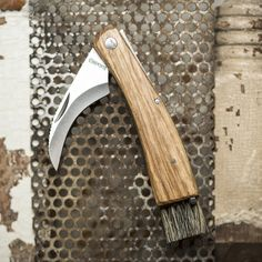 You don't need to forage for mushrooms to appreciate the usefulness of this knife. While the blade is designed to remove mushrooms from the ground, the tweezers Cool Knives, Knives And Swords, Edc, Collectible Knives, Knife Stand, Tactical Pocket Knife, Best Pocket Knife, Cold Steel, Survival Knife