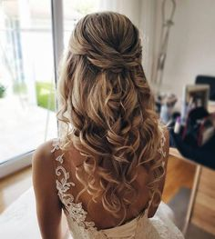romantische brautstyling by me greatwist hochzeit brautfrisur br Bridal Gowns is part of braids - Bridal Gowns Best Wedding Hairstyles, Homecoming Hairstyles, Down Hairstyles, Hairstyle Ideas, Prom Hairstyles For Long Hair Half Up, Hair For Prom, Prom Hair Down, Curly Prom Hair, Romantic Hairstyles