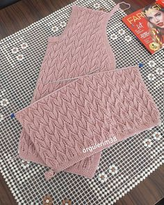 Baby Knitting Patterns, Stitch Patterns, Picnic Blanket, Outdoor Blanket, Instagram, Knit Cardigan, Knitting Patterns, Tricot, Tejidos