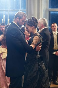 Matthias Schoenaerts & Carey Mulligan in 'Far from the Madding Crowd' Even though it's not quite the same period as Under a Ghostly Yule, Carey Mulligan's hair here would be a charming look for Felicity. Period Movies, Period Dramas, Image Film, Madding Crowd, Carey Mulligan, Classic Literature, Romantic Movies, Movie Costumes, Film Serie