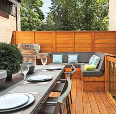 Enhance your outdoor space with design ideas for patios, decks, gardens, outdoor kitchens and bars with stunning pictures. Deck Storage Bench, Outdoor Spaces, Outdoor Decor, Outdoor Kitchens, Patio Deck Designs, Home Porch, Wooden Decks, Outdoor Furniture Sets, Sweet Home