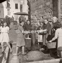 local-women-and-girls-filling-containers-at-the-local-water-pump-in-bari-italy-1943_ww2
