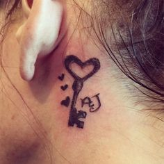 If you don't like characters, opting for an artistic design that moves along the shape of your ears can also be a good option for behind the ear tattoos. Here is Best Behind The Ear Tattoos For Women. Key Tattoos, Hair Tattoos, Cute Tattoos, Body Art Tattoos, Awesome Tattoos, Behind Ear Tattoos, Fitness Tattoos, Tattoos For Women, Tatting