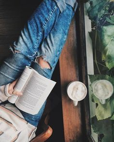 4 Amazing Ideas: Black Coffee Diet coffee in bed wall colors.Coffee Girl Food but first coffee style.Coffee And Books God. I Love Books, Good Books, Books To Read, Big Books, Book Aesthetic, Aesthetic Coffee, Coffee And Books, Open Window, Foto Pose