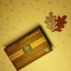 #amigoinvisible con 99% de ingredientes #naturales  #BoticaManchega #regalosquetemiman #delosbuenos #deesosqueteencantaabrir #estamosenLaMancha #Apivita #naturalsoap #propolis #jabón #Navidad #christmas #Xmas #cosmetica #naturel #cadeau #fotografia #luztenue #dorado #nofilter #golden #hojas #madera #plata #handpainted #silver #estrellas #present #pequeñostesoros  www.boticamanchega.com