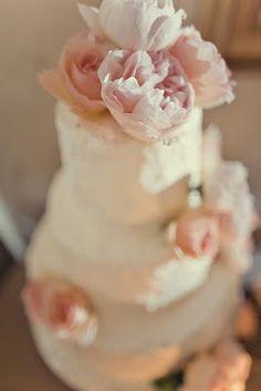 Simply elegant cake with blush flowers