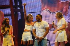 Taylor Swift sings 'Hot In Herre' with Nelly and Haim - watch http://nmem.ag/SPCY6
