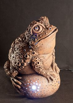 Новости Sculptures Céramiques, Sculpture Art, Pottery Lessons, Frog Art, Ceramic Animals, Clay Animals, Ceramic Figures, Clay Design, Ceramic Clay