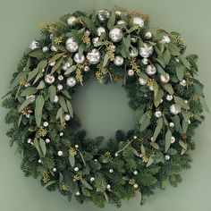 Christmas checklist: decorating the fireplace – christmas decorations Christmas Door Wreaths, Decoration Christmas, Noel Christmas, Diy Christmas Ornaments, Holiday Wreaths, Glass Ornaments, Holiday Decor, Christmas Greenery, Christmas Movies