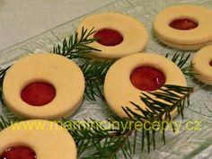 Jemné linecké cukroví Red Christmas, Food And Drink, Sugar, Cookies, Cake, Crack Crackers, Biscuits, Kuchen, Cookie Recipes