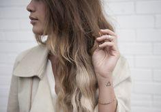 23 Cool and Modern Triangle Tattoos Girly Tattoos, Dreieckiges Tattoos, Cute Tattoos, Female Tattoos, Awesome Tattoos, Piercings, Piercing Tattoo, Arm Tattoo, Tattoo Time
