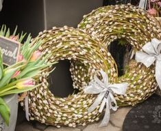 Grapevine Wreath, Burlap Wreath, Grape Vines, Christmas Wreaths, Projects To Try, Pastel, Holiday Decor, Spring, Circles
