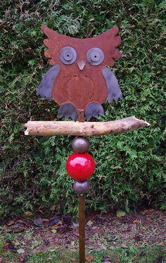 Stele Eule Rost Ast Holz Keramik Rot Frostfest Un von Kleine Töpferei auf DaWanda.com