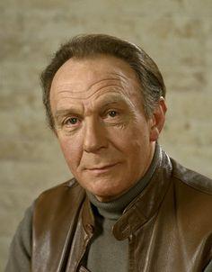 Kees Brusse: acteur op toneel, in films en op TV, alsook presentator/panellid op TV. (o.a. in: 'Wie van de Drie?')