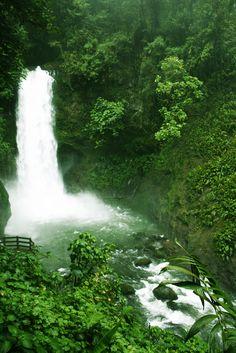 Costa Rica La Paz waterfall
