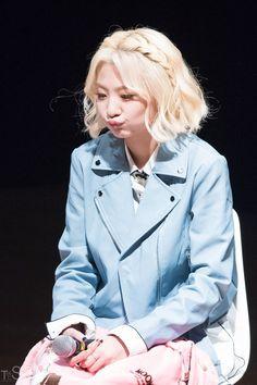 ʚ pin - lloverrose ɞ South Korean Girls, Korean Girl Groups, Superstar, Ulzzang Hair, Asian Celebrities, Blushes, K Idol, Famous Artists, Kpop Girls