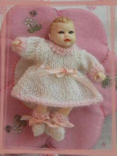 Ensemble bébé 5 cm Modèle en vente sur le site http://larondedesaiguilles.fr