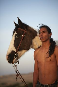 Tristan's father was Lakota, and he taught Tristan about his Native American heritage. Native American Models, Native American Horses, Native American Wisdom, Native American Beauty, Michael Greyeyes, Sioux Nation, Native Indian, First Nations, Native Americans
