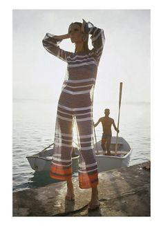 Fashion Mademoiselle - April 1965 Poster Print by Louis Faurer at the Condé Nast Collection - Veruschka Von Lehndorff Wearing Jumpsuit by Louis Faurer Foto Fashion, 1960s Fashion, Vintage Fashion, Fashion Fashion, Luxury Fashion, Fashion Trends, Fashion Design, Twiggy, Louis Faurer