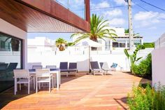 Can Lolitza Talamanca Can Lolitza is a detached villa located in Talamanca in the Ibiza Region and is 700 metres from Talamanca Beach. Guests benefit from free WiFi and private parking available on site.  There is a seating area and a kitchen equipped with a dishwasher.