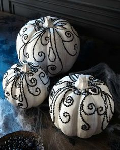 40 Creative DIY Pumpkin Designs Decorate your home in the spirit of Halloween. There are a lot of Halloween decorations but pumpkins are the main White Pumpkins, Painted Pumpkins, Fall Pumpkins, Halloween Pumpkins, Halloween Crafts, Halloween Decorations, Pumpkin Decorations, Halloween Party, Wedding Pumpkins