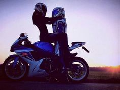 5 Types of Women Riding Motorcycles (Infographic) - Women and Bikes - . Bike Couple, Motorcycle Couple, Motorcycle Wedding, Bobber Motorcycle, Motorcycle Types, Women Riding Motorcycles, New Motorcycles, Biker Love, Biker Girl