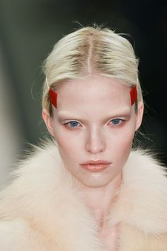 View all the photos of the beauty & make-up at the Givenchy autumn (fall) / winter 2014 showing at Paris fashion week. Beauty Fotos, Beauty Make-up, Hair Beauty, Girls Hairdos, Up Hairdos, Catwalk Makeup, Runway Makeup, Givenchy Beauty, Model Face