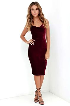 The Jazzy Belle Burgundy Velvet Dress is worthy of a catwalk and a crowd! See for yourself as the soft, velvet knit fabric shapes a sexy cowl neckline and elastic back below rounded shoulder straps. Bodycon skirt creates a bold finish ending at a flatteri Dresses Elegant, Pretty Dresses, Beautiful Dresses, Casual Dresses, Short Dresses, Vestidos Velvet, Velvet Bodycon Dress, Velvet Dresses, Burgundy Dress Bodycon