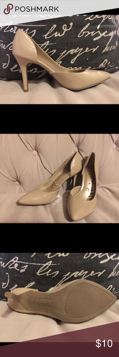 Tan pumps Tan pumps great tan neutral color. Heel height is 3.75 inches. New, never worn. Shoes Heels