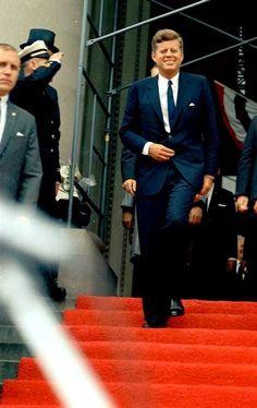 "jfk-and-jackie: "" JFK, June 1963 "" John Kennedy, Les Kennedy, Jacqueline Kennedy Onassis, Greatest Presidents, American Presidents, Presidents Usa, Dallas, Celebridades Fashion, Familia Kennedy"