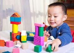 Bermain adalah kegiatan yang banyak dilakukan balita. Pilihkan mainan anak 1 tahun yang sesuai agar proses bermain dapat membantu perkembangan fisik dan mentalnya.  http://id.theasianparent.com/memilih-mainan-anak-1-tahun/