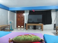 A room Ganesha Family Guesthouse http://cambodiahotels.info/hotels-and-resorts/budget-hotels/ganesha-family-guesthouse-in-battambang-town.html