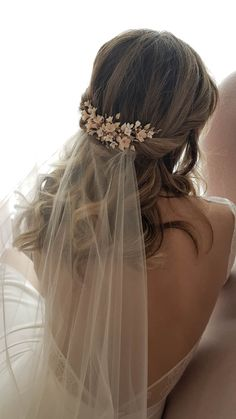 Blooms designed for romantic hairstyles seeking that little touch of feminine beauty. The just-picked-from-the-garden look feels effortless and romantic. Wedding Hairstyles For Women, Veil Hairstyles, Romantic Hairstyles, Wedding Hair And Makeup, Wedding Beauty, Wedding Hair Accessories, Make Up Braut, Wedding Hair Inspiration, Wedding Ideas