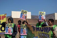 Miembros de las ONG Ángeles Sin Fronteras y Alianza Migrante, manifestaron en Tijuana contra el muro que se edifica en la zona. (Foto: AFP/ El Heraldo Honduras/ Noticias Honduras hoy)