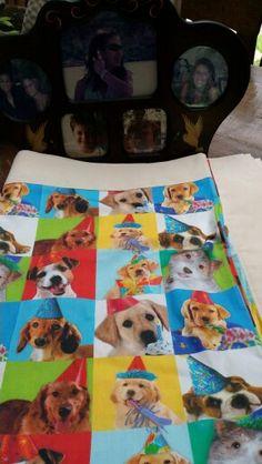 Toalha dogs -  em tecido100% algodão e  barrado americano cru.