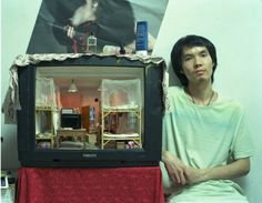 Zhang Xiangxi Detailed-Miniature-Inside-Old-TVs