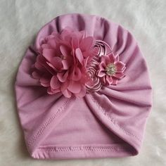 Turban with flower dusty rose Baby Girl Headbands, Baby Girl Newborn, Baby Girl Dresses Diy, Baby Hair Bands, Baby Turban, Rose Boutique, Kids Clothes Boys, Baby Bonnets, Handmade Decorations